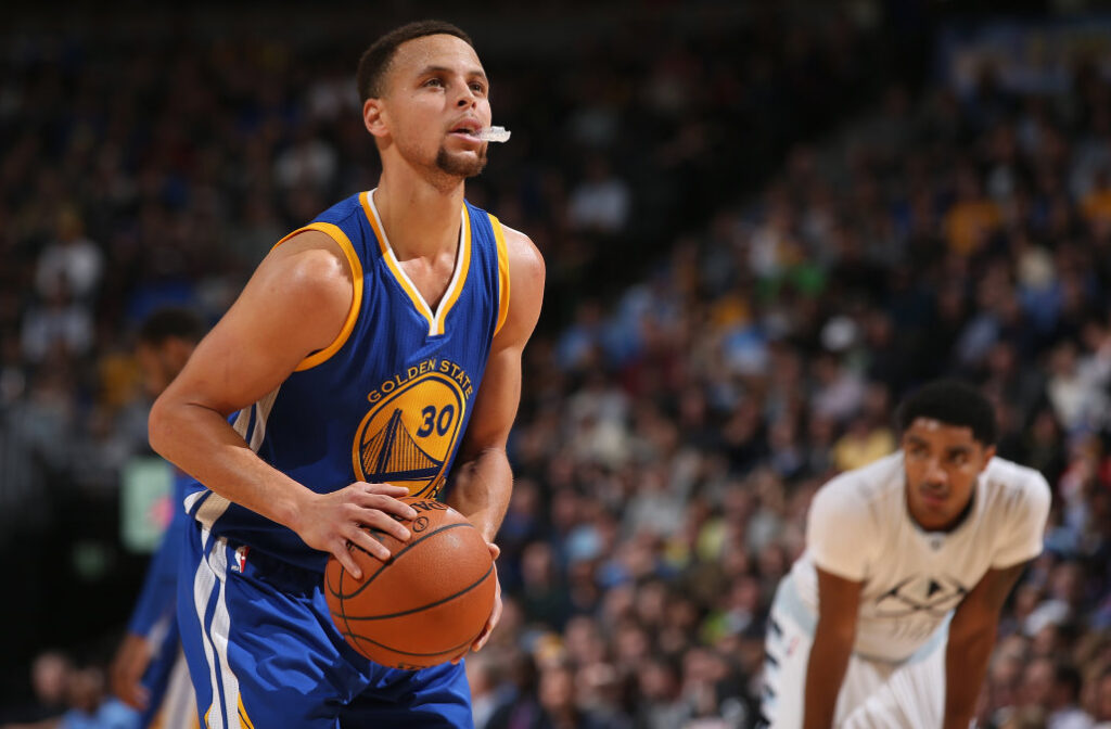 steph curry using mouthguard